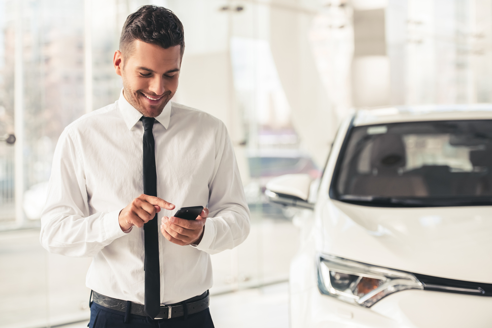 car-valuation-tool-man-using