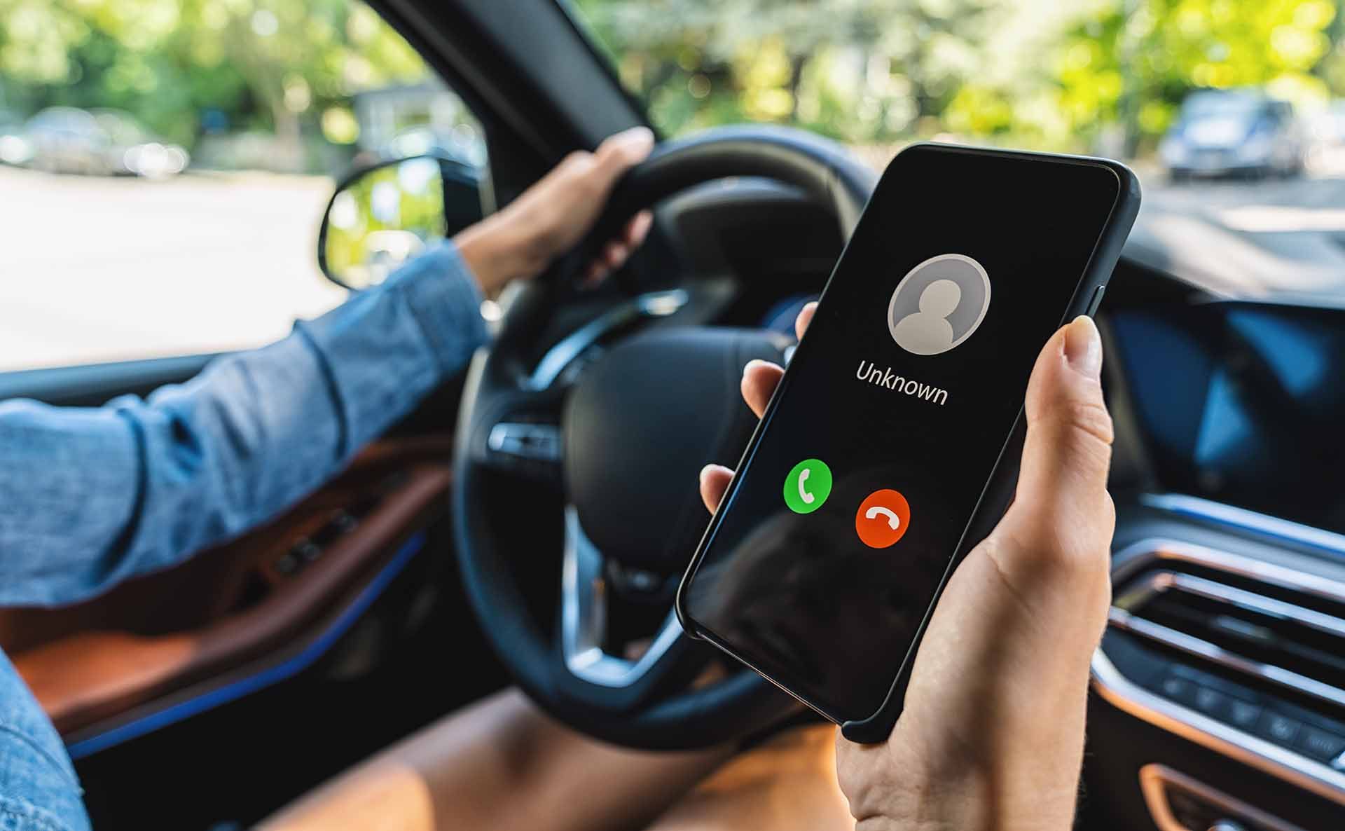 how-avoid-online-car-scams scammer calling