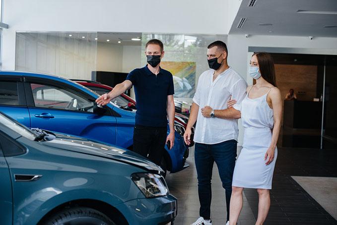 car-salespeople-guide return customers